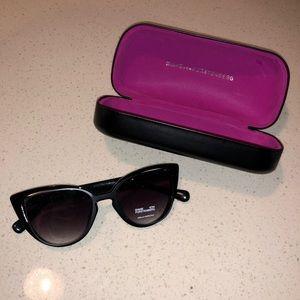 DVF Diane Von furstenburg sunglasses w/case